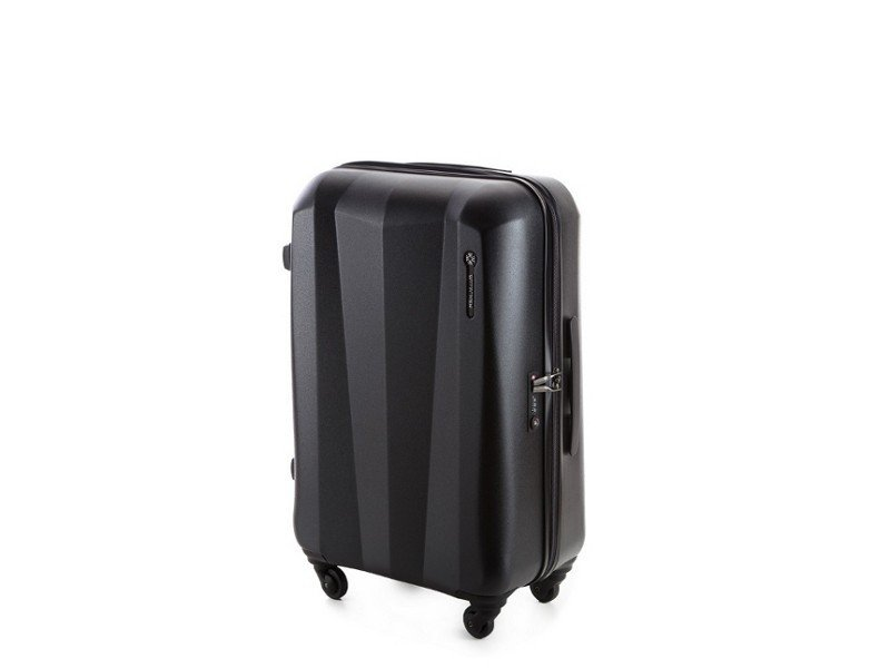cf31a5d838ee7 Czy walizka decyduje o udanych wakacjach?
